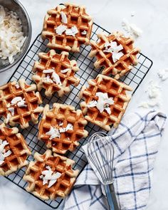 Easy Banana Coconut Mochi Waffles You gonna love this! Easy Banana Coconut Mochi Waffles instead for a tasty, easy breakfast. You can also freeze them and then toast them for breakfast on the go. Get the recipe Quick Easy Desserts, Delicious Desserts, Dessert Recipes, Yummy Treats, Sweet Treats, Mochi Waffle Recipe, Waffle Recipes, Baking Soda Baking Powder, Desert Recipes