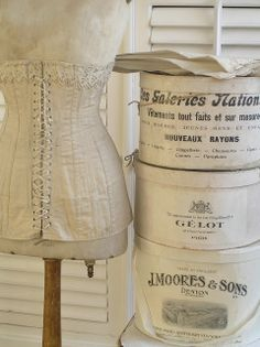 Shabby chic brocante home Paris Amsterdam, Place Vendome Paris, Shabby Style, Vintage Hat Boxes, Vintage Suitcases, Dress Form Mannequin, Deco Retro, Creation Deco, Pretty Box
