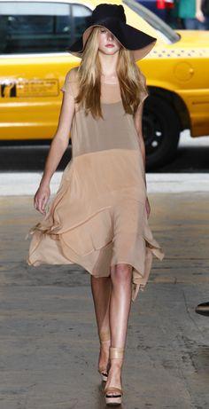 Donna Karan-chic & breezy... via Salmon Françoise onto fashion, (haute-)couture, styles... all i love, all i wish !
