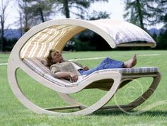 outdoor lounger bed... looks so relaxing
