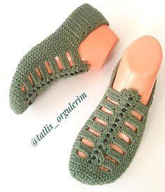 Best 12 The cloister shell shawl crochet tutorial – Artofit – Page 729864683342736900 – SkillOfKing. Crochet Slipper Pattern, Granny Square Crochet Pattern, Knit Crochet, Crochet Patterns, Crochet Slipper Boots, Crochet Sandals, Knitted Slippers, Shoe Pattern, Crochet Instructions