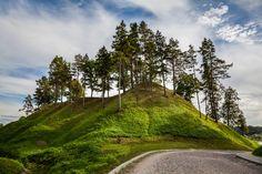 Veliuonos-piliakalnis-1.jpg (1400×933)