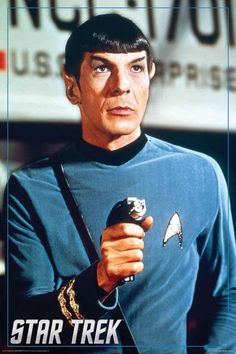 Leonard Nimoy is awesome... I really should become a proper Trekkie...