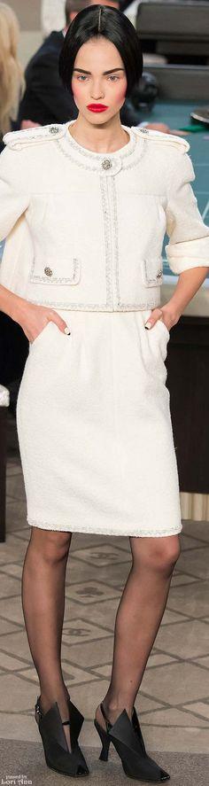 #Farbbberatung #Stilberatung #Farbenreich mit www.farben-reich.com Chanel Couture Fall 2015