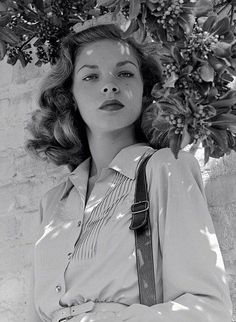 Lauren Bacall, 1945 (via Cinema Classico on Facebook)