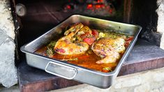 Niittybroileri tomaattikastikkeessa Sikke Sumarin ohjeella - Kotiliesi.fi Dishes, Chicken, Ethnic Recipes, Food, Tablewares, Essen, Meals, Yemek, Dish