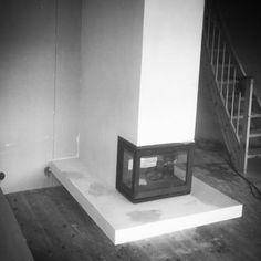 Snart ferdig. #fliseksperten #skamotek225 #skamotec #skamol #skamotec225 #skamotek #ildstedet #jøtul #jøtuli520flr #murmester #murer #peis #ovn#fireplaces #fireplace #woodburning #vedovn #skandinaviandesign #håndverk #craftsmanship #design #madebyfliseksperten