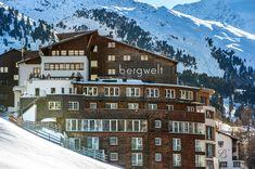 Das 4*S Hotel Bergwelt in Obergurgl, Tirol gehört zu den Small Luxury Hotels of the World. Hotel Berg, Das Hotel, Multi Story Building, Hotels, Mansions, House Styles, Decor, Ski Trips, Alps