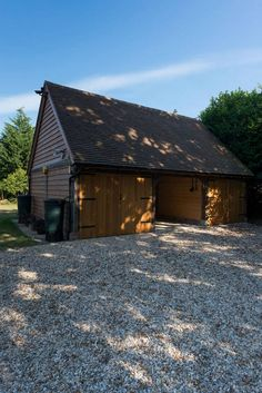 Border Oak Outbuilding - Three bay with open central section.