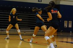 Volleyball Passing Drills, Volleyball Serve, Volleyball Skills, Basketball Cheers, Volleyball Training, Coaching Volleyball, Girls Softball, Volleyball Players, Beach Volleyball