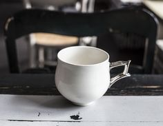 Porzellan-Becher – Lilli platin von Barbara Sniegula auf DaWanda.com