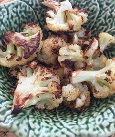 Coliflor al horno. Recetas faciles. Sabe a papas fritas! Los como con Ketchup. Bajo en carbohidratos y sin gluten.