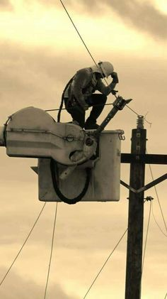 I love my lineman to no end! Lineman Love, Power Lineman, Electrical Lineman, Electrical Safety, Puerto Rico, Journeyman Lineman, Line Worker, Electronic Engineering, High Voltage