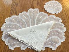 Vtg 36 Pc MADEIRA White Linen Appliqued & Embroidered Placemat Set JA15