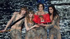 Louis Vuitton Twist, Gq, Italy, Shoulder Bag, Fashion, Moda, Italia, Fashion Styles, Shoulder Bags