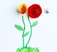 cómo hacer rosas de papel. http://manualidades.euroresidentes.com/2013/06/como-hacer-rosas-de-papel-sencillas.html