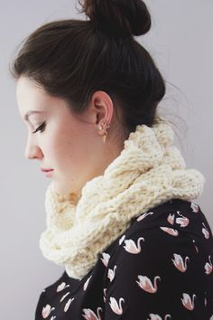 Lexalex: White Cable Knit Cowl