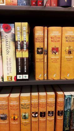 Het spannende scifi boek 'De Strop Ploeg' van Koen Romeijn staat mooi op de boekenplank bij de Bruna in Zaandam. #destropploeg #koenromeijn #scifi #thriller #bruna #brunazaandam #futurouitgevers