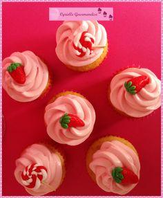 Cupcakes aux fraises recette sur le blog http://cgourmandise.canalblog.com/archives/2014/07/30/30321740.html