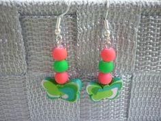Boucles d'oreille en pâte polymère avec un trio de perles. : Boucles d'oreille par laboiteabijouxnanny