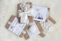 Complementi bianchi sui pacchi regalo di Natale   #TuscanyAgriturismoGiratola