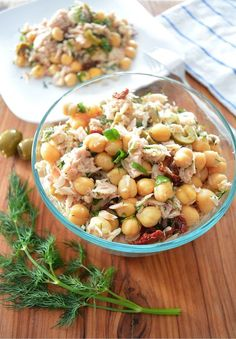 Easy and Healthy Mediterranean Tuna Salad — A great healthy lunch idea! @realfooddiets