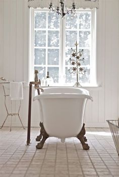 Learn all about your bathtub @BrightNest blog.
