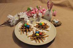 Несложный пасхальный десерт Table Decorations, Cake, Desserts, Food, Home Decor, Tailgate Desserts, Deserts, Decoration Home, Room Decor