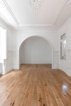 Pablo Pita: century house in Porto — Thisispaper — What we save, saves us. Dream Home Design, My Dream Home, Home Interior Design, Parisian Apartment, Dream Apartment, Style At Home, Deco Studio, Empty Room, Empty Spaces