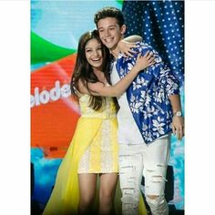 Actores Favoritos New Disney Channel Shows, Spanish Tv Shows, Kids Choice Award, Son Luna, Best Couple, Christmas Colors, Actors & Actresses, Girl Fashion, Wattpad