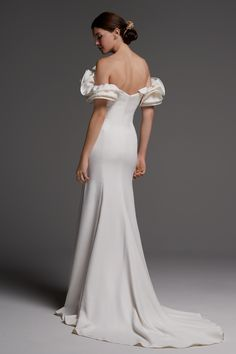 Wedding Dresses by Watters Brides Spring 2018 - Belle The Magazine Plain Wedding Dress, Most Beautiful Wedding Dresses, Wedding Dress Shopping, Elegant Wedding Dress, Chic Wedding, Vogue Wedding, Bridal Gowns, Wedding Gowns, Wedding Ceremony