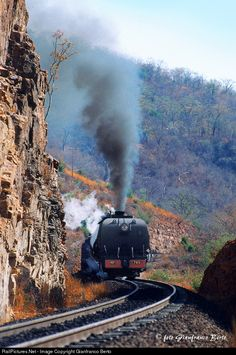 Net Photo: National Railways of Zimbabawe at Thomson Junction to Victoria Falls , Zimbabwe by Gianfranco Berto South African Railways, National Railways, Old Steam Train, Canadian Pacific Railway, Steam Railway, Railroad Photography, Victoria Falls, Train Journey, Train Car