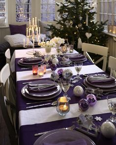 Top 10 Inspirational Ideas for Christmas Dinner Table #purple