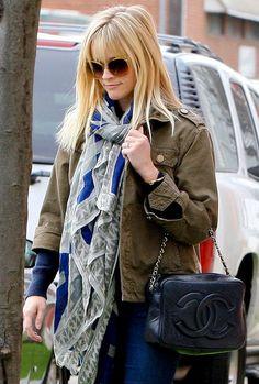 Reese rocking another patterned scarve...and I'm loving her Chanel bag. http://nubry.com/2012/02/trend-alert-patterned-scarves/