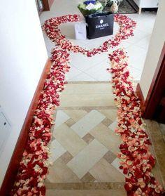 Al abrir la puerta, tu novio te da una sorpresa como ésta ¡Qué dirías?