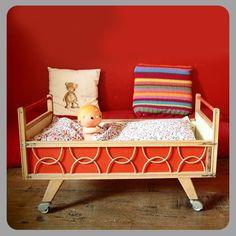 Cool vintage cradle / crib