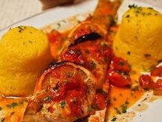 Salau la cuptor Wedges Recipe, Lemon Wedge, Fish And Seafood, Ratatouille, Cherry Tomatoes, Tandoori Chicken, Food And Drink, Cooking Recipes, Meat