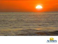 #tubodaenacapulco Cásate al atardecer en las playas de Acapulco. TU BODA EN ACAPULCO. Una boda de ensueño se hace en la playa y mejor aún, si es al atardecer con el sol escondiéndose en el mar al horizonte, irradiando hermosos colores purpura, naranja y azul oscuro en el cielo que le darán un toque mágico e inolvidable. Te invitamos a realizar tu boda en las hermosas playas de Acapulco. www.fidetur.guerrero.gob.mx