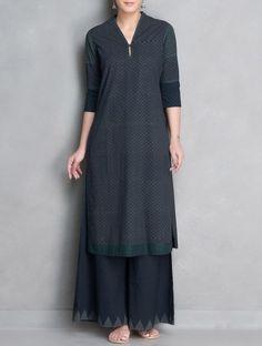 Indigo-Grey Printed V-Neck Stitch Detailed Mangalgiri Cotton Kurta Simple Kurti Designs, Salwar Designs, Hijab Fashion, Girl Fashion, Fashion Dresses, Indian Dresses, Indian Outfits, Indian Attire, Mode Hijab