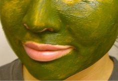 Cantik Magz telah mengumpul 10 masker hijau yang bisa Sista buat sendiri di rumah dengan memanfaatkan bahan-bahan alami yang mungkin sering tersedia di rumah Sista. 1. Alpukat Buat masker dengan menggunakan setengah alpukat, satu kuning telur, satu sendok teh madu, dan satu sendok makan minyak zaitun untuk memperkuat rambut yang lemah. Biarkan selama lima sampai 30 menit tutup kepala dengan shower cap. Omega–3 asam lemak pada alpukat sama baiknya untuk setiap helai rambut Sista demikian…