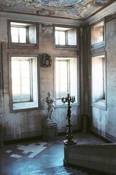 Perfect spot for that candelabra. #chateaulife Classical Architecture, Architecture Details, Interior Architecture, Interior Design, French Country Cottage, French Country Style, Shabby Vintage, French Vintage, Grey Home Decor