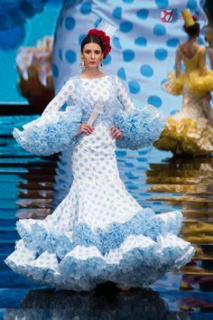 Luis Fernandez Simof 2017 Spanish Dress Flamenco, Flamenco Dancers, Flamenco Dresses, Tutu Tutorial, Blue And White Dress, African Dress, Traditional Dresses, Costume Design, Women's Fashion Dresses