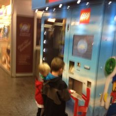 A LEGO vending machine at the Hauptbahnhof UBahn station was a highlight for the boys. A small kit was just under 10€