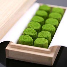 #Japanese green, Green tea chocolate 宇治抹茶生チョコレート「濃茶のしらべ」12粒桐箱入り