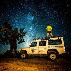 Bajo las estrellas del #ValleDelJerte  disfrutando con el #landroverdefender by gargantadelosinfiernos Bajo las estrellas del #ValleDelJerte  disfrutando con el #landroverdefender