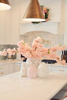 Elegant Spring Home Tour and Easter Decor can find Seasonal decor and more on our website.Elegant Spring Home Tour and Easter Decor 2019 Elegant Home Decor, White Home Decor, Elegant Homes, Diy Home Decor, Room Decor, Spring Kitchen Decor, Spring Home Decor, Oster Dekor, Diy Projects On A Budget
