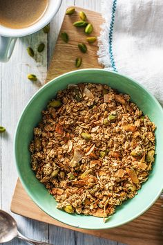 Pistachio & Olive Oil Granola - 4 Homemade Granola Recipes for Back To School Healthy To Go Meals, Healthy Snacks, Granola Cups Recipe, Holiday Recipes, Homemade, Ethnic Recipes, Blog, Pistachio, Cooking Ideas