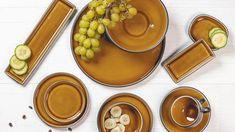 Dit is de Tallina collectie, dat zich kenmerkt aan zijn warme, bruine kleur. Dit valt extra op doordat de buitenkant van het servies zwart is. De collectie bestaat uit verschillende maten en vormen, die perfect zijn te combineren!