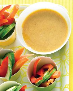 Veggies with Honey-Mustard Dip Veges with Honey-Mustard Dip is great with the BBQ drumettes recipe. Great snack too! Mustard Dip Recipe, Honey Mustard Dip, Veggie Cups, Veggie Platters, Yummy Veggie, Yummy Food, Dip Recipes, Cooking Recipes, Healthy Recipes