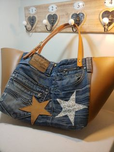 Jean Purses, Diy Bags Purses, Denim Handbags, Denim Bag, Jeans Denim, Recycle Jeans, Handmade Bags, Handmade Leather, Ideas